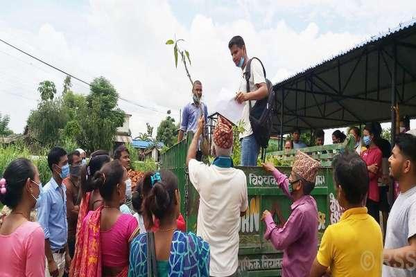 जानकी गाउँपालिकाद्वारा एक हजार १०० फलफूलका विरुवा वितरण