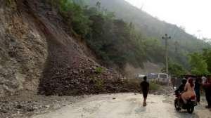 पहिराले भीमदत्त राजमार्ग अवरुद्ध